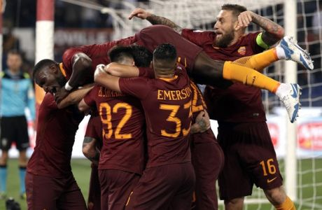 Roma players celebrate after Radja Nainggolan scored his side's third goal, during a Serie A soccer match between Roma and Juventus, at Rome's Olympic stadium, Sunday, May 14, 2017. Roma won 3-1. (AP Photo/Gregorio Borgia)