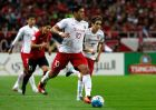 O Βραζιλιάνος σέντερ φορ της Σαγκάη ΣΙΠΓΚ, Χουλκ, ετοιμάζεται να σκοράρει κόντρα στους Ουράγουαν Ρεντς, σε αναμέτρηση για το Champions League της Ασίας