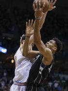 Milwaukee Bucks' Giannis Antetokounmpo scores over New York Knicks' Enes Kanter late in the second half of an NBA basketball game Friday, Feb. 2, 2018, in Milwaukee. The Bucks won 92-90. (AP Photo/Tom Lynn)