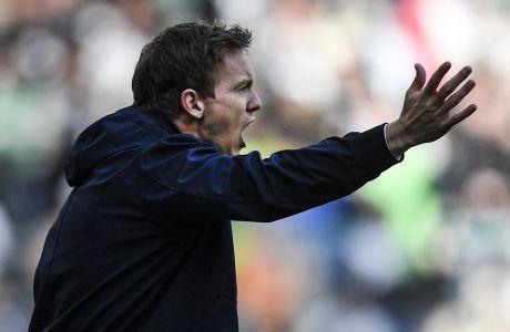 O προπονητής Γιούλιαν Νάγκελσμαν σε αγώνα της Χόφενχαϊμ ενάντια στη Γκλάντμπαχ