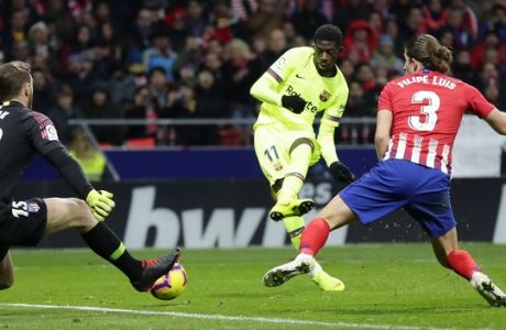 Barcelona's Ousmane Dembele, center, scores his side's opening goal during a Spanish La Liga soccer match between Atletico Madrid and FC Barcelona at the Metropolitano stadium in Madrid, Saturday, Nov. 24, 2018. (AP Photo/Manu Fernandez)
