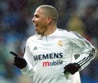Ο Ρονάλντο πανηγυρίζει ένα γκολ του στο 5-1 της Ρεάλ επί της Σεβίγια για το ισπανικό πρωτάθλημα (28/3/2004).