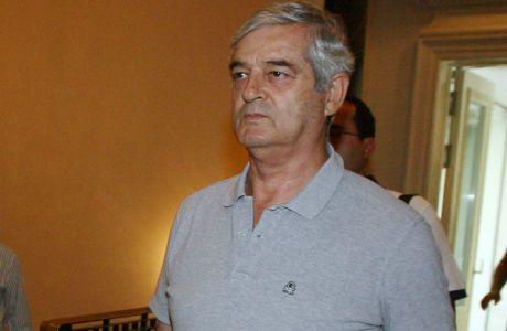 """Οικονομόπουλος: """"Οι ξένοι παίκτες έρχονται, χτυπούν κάρτα και φεύγουν"""""""