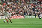 Ο Πιερλουίτζι Καζιράγκι της Ιταλίας σε στιγμιότυπο με τον Γιούρι Κόβτουν της Ρωσία για τη φάση των ομίλων του Euro 1996 στο Άνφιλντ', Λίβερπουλ, Τρίτη 11 Ιουνίου 1996