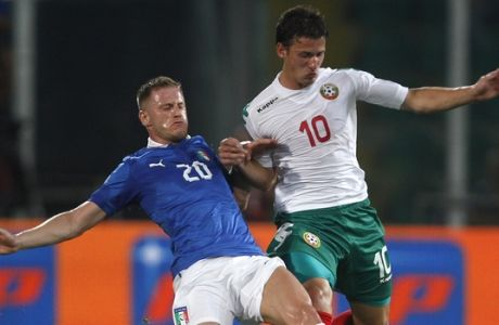 Italy's Ignazio Abate, left, vies for the ball with Bulgaria's Aleksandar Tonev, during the  2014 World Cup Group B qualifying soccer match between Italy and Bulgaria in Palermo, Italy, Friday Sept. 6, 2013. (AP Photo/ Alessandra Tarantino)