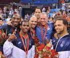 Το 2008 στο Πεκίνο, οι παίκτες της αμερικανικής ομάδας τού φοράνε το χρυσό ολυμπιακό μετάλλιο