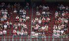 Η επιχείρηση σταδιακής επιστροφής των θεατών στα γήπεδα ξεκίνησε στη Γερμανία. Και τα μηνύματα από την πρεμιέρα ήταν άκρως ενθαρρυντικά. Η εικόνα είναι από την αναμέτρηση της Στουτγκάρδης με την Φράιμπουργκ, στις 19 Σεπτεμβρίου 2020. (AP Photo/Matthias Schrader)