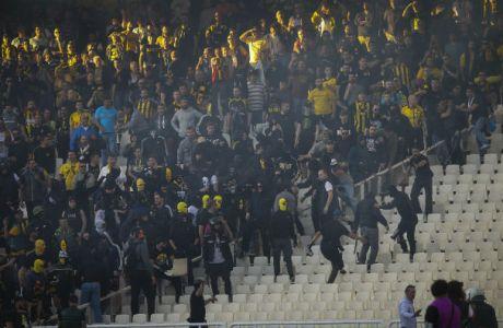 Οπαδοί της ΑΕΚ vs ΜΑΤ στα... ουδέτερα του ΟΑΚΑ