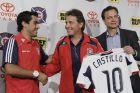Ο Κάρλος ντε λος Κόμπος, προπονητής της Σικάγο Φάιαρ, μαζί με τον Νέρι Καστίγιο
