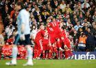 """Οι παίκτες της Λίβερπουλ πανηγυρίζουν το γκολ του Μπεναγιούν μέσα στο """"Μπερναμπέου"""". Σε πρώτο πλάνο ο Κασίγιας (25/2/2009)"""
