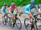 Λάντα, Κονταδόρ και Άρου στην ανηφόρα της Μαντόνα ντι Καμπίλιο στο 15ο ετάπ του Giro d'Italia του 2015. Ο Βάσκος της Astana είχε πάρει τη νίκη στην κορυφή. Φέτος το πελοτόν θα ανέβει την ανηφόρα στο 17ο ετάπ.