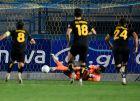 Ο Παναγιώτης Τσιντώτας αποκρούει το πέναλτι του Ματσόλα στο 75' του αγώνα στο Αγρίνιο