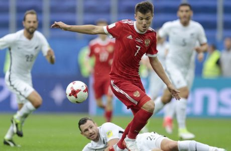 Russia's Dmitry Poloz is tackled by New Zealand's Tommy Smith during the Confederations Cup, Group A soccer match between Russia and New Zealand, at the St. Petersburg Stadium, Russia, Saturday, June 17, 2017. (AP Photo/Ivan Sekretarev)