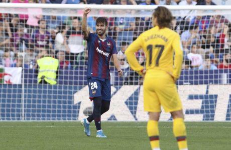 Ο Χοσέ Καμπάνια της Λεβάντε πανηγυρίζει το γκολ που σημείωσε κόντρα στην Μπαρτσελόνα σε αγώνα για την Primera Division 2019-2020 στο 'Θιουδάδ ντε Βαλένθια', Βαλένθια, Σάββατο 2 Νοεμβρίου 2019