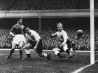 H φωτογραφία είναι από τις 3/10 του 1951 και το παιχνίδι της Αγγλίας με τη Γαλλία, στο Highbury Stadium.