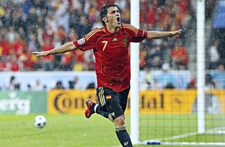 Ο Νταβίντ Βίγια σκοράρει ένα γκολ με τη φανέλα της Εθνικής Ισπανίας απέναντι στην αντίστοιχη της Ρωσίας, κατά τη διάρκεια του Euro 2008