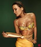 Αυτή είναι η σέξι Βραζιλιάνα τραγουδίστρια του Μουντιάλ (VIDEO)