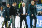Ο ιδιοκτήτης της Χόφενχαϊμ, Ντίτμαρ Χοπ (κέντρο), και το μέλος του συμβουλίου της Μπάγερν, Όλιβερ Καν (δεξιά), σε στιγμιότυπο της αναμέτρησης για τη Bundesliga 2019-2020 στη 'Ράιν Νέκαρ Αρένα', Ζίνσχαϊμ, Σάββατο 29 Φεβρουαρίου 2020