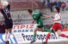 Στιγμιότυπο της αναμέτρησης ΠΑΟ-Τρίκαλα: Ο Μίλαν Σέβο μπλοκάρει την μπάλα σε σουτ ποδοσφαιριστή του Παναθηναικού.