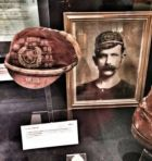 Η φωτογραφία και το καπελάκι του Γουόλτερ Άρνολντ, που είδε το πρώτο ματς, παθιάστηκε και έπαιξε 14 φορές με την Εθνική Σκωτίας