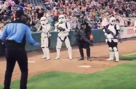 Star Wars εναντίον Star Trek σε αγώνα... μπέιζμπολ!
