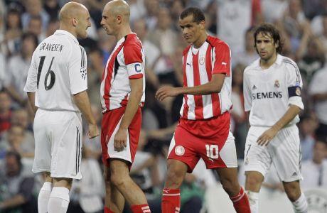 Ο Τόμας Γκράβεσεν της Ρεάλ Μαδρίτης σε έντονο διαπληκτισμό με τον Πρέντραγκ Τζόρτζεβιτς του Ολυμπιακού.