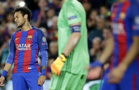 Barcelona's Neymar grimaces during the Champions League quarterfinal second leg soccer match between Barcelona and Juventus at Camp Nou stadium in Barcelona, Spain, Wednesday, April 19, 2017. (AP Photo/Manu Fernandez)
