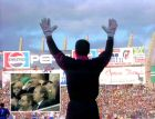 """Ο τερματοφύλακας της Τενερίφε πανηγυρίζει το γκολ της ομάδας του εναντίον της Ρεάλ, ενώ στο μικρό παράθυρο βλέπουμε το προεδρικό πάλκο του """"Καμπ Νόου"""". Ήταν η πρώτη παράλληλη μετάδοση ποδοσφαιρικού αγώνα στην ιστορία της ισπανικής τηλεόρασης (Canal+, 1992)."""