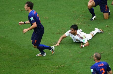 Με πέναλτι που δεν έγινε το 1-0 της Ισπανίας (VIDEO)