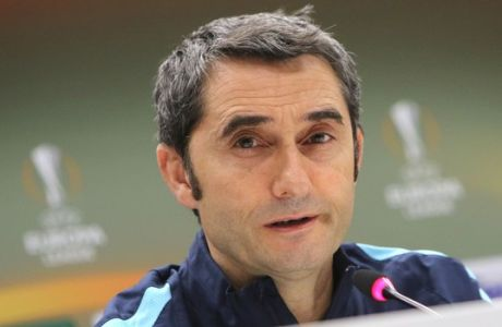 Athletic Bilbao's coach Ernesto Valverde attends a press conference at the Velodrome stadium, in Marseille, Southern France, Wednesday, Feb.17, 2016. Athletic Bilbao will face Marseille for an Europa League first leg soccer match on Thursday. (AP Photo/Claude Paris)