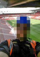 """Φανέλα της Μάντσεστερ Γιουνάιτεντ στην οροφή του """"Anfield""""!"""
