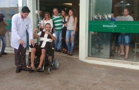 Ο επιζήσας της Τσαπεκοένσε βγήκε από το νοσοκομείο και συγκίνησε