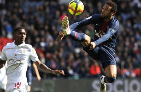 PSG's Neymar, right, controls the ball during the French League One soccer match between Paris Saint-Germain and Nice at the Parc des Princes stadium in Paris, France, Saturday, May 4, 2019. (AP Photo/Christophe Ena)