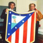 Ράντομιρ Άντιτς και Χεσούς Χιλ με τη σημαία της Ατλέτικο.