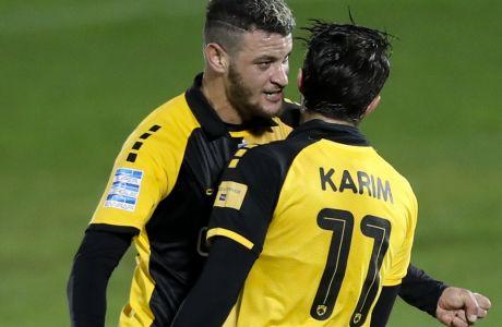 Ανσαριφάρντ και Χνιντ πανηγυρίζουν ένα από τα δύο γκολ που πέτυχε ο Ιρανός φορ στη νίκη της ΑΕΚ με 4-3 επί του Απόλλωνα Σμύρνης στη Ριζούπολη, για την 12η αγωνιστική της Super League Interwetten | 13/12/2020 (KLODIAN LATO / EUROKINISSI)