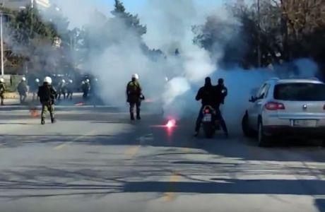 Επεισόδια στην Θεσσαλονίκη μεταξύ οπαδών του ΠΑΟΚ και των ΜΑΤ