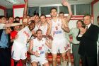 Ο Ντούσαν Ίβκοβιτς και οι παίκτες του πανηγυρίζουν την έξοδο του Πανιωνίου στο Κύπελλο Πρωταθλητριών
