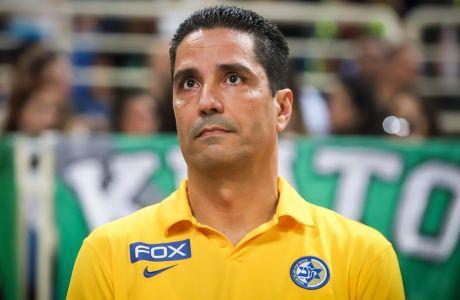 Ο Γιάννης Σφαιρόπουλος βλέπει τη Μακάμπι να χάνει συνεχώς, αλλά η θέση του στον πάγκο της ισραηλινής ομάδας δεν κινδυνεύει