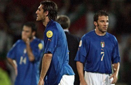 Ο Κριστιάν Βιέρι της Ιταλίας σε στιγμιότυπο κατά τη διάρκεια της αναμέτρησης με τη Βουλγαρία για τη φάση των ομίλων του Euro 2004 στο 'Αφόνσο Ενρίκες', Γκιμαράες, Τρίτη 22 Ιουνίου 2004