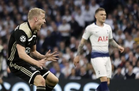Ajax's Donny van de Beek, left, celebrates after scoring his side's opening goal during the Champions League semifinal first leg soccer match between Tottenham Hotspur and Ajax at the Tottenham Hotspur stadium in London, Tuesday, April 30, 2019. (AP Photo/Kirsty Wigglesworth)