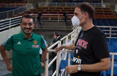 Ο Γιώργος Βόβορας και ο Γιώργος Μπαρτζώκας πριν από το πρώτο ματς των δυο Παναθηναϊκού-Ολυμπιακού φέτος στο ΟΑΚΑ