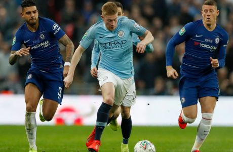 Chelsea's Marcos Alonso, left, andChelsea's Ross Barkley, right, challenge Manchester City's Kevin De Bruyne, center, during the English League Cup final soccer match between Chelsea and Manchester City at Wembley stadium in London, England, Sunday, Feb. 24, 2019. (AP Photo/Alastair Grant)