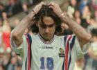 Ο Ρεϊνάλ Πεντρός αμέσως μετά το χαμένο πέναλτι στον ημιτελικό του EURO 1996
