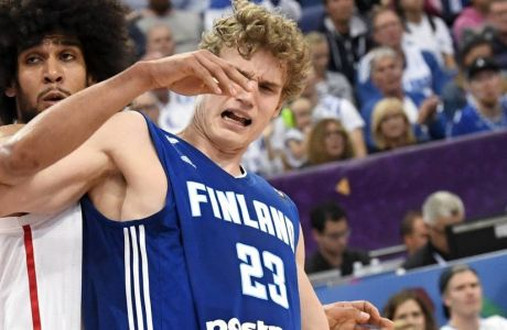 Lauri Markkanen of Finland (23), right, wrestles with Louis Labeyrie during their Eurobasket European Basketball Championship match in Helsinki, Finland, Thursday Aug. 31. 2017. (Juss Nukari/Lehtikuva via AP)
