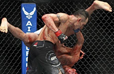 O Tόνι Φέργκιουσον θεωρείται εκ των καλύτερων μαχητών στην ιστορία της κατηγορίας lighweight στο UFC. Και μετά τέσσερις ακυρώσεις,... μάλλον θα αντιμετωπίσει τον Χαμπίμπ Νουρμπαγκομέντοφ στις 19 του μήνα. Τουλάχιστον αυτό θέλει το αφεντικό του UFC.