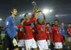 Cristiano Ronaldo, 2nd from left, and other members of Britain's Manchester United celebrate with the FIFA Club World Cup trophy after beating Ecuador's Liga Deportiva Universitaria de Quito at the FIFA Club World Cup tournament  in Yokohama Dec. 21, 2008. At left is goalkeeper Edwin Van Der Sar.  (AP Photo/David Guttenfelder)