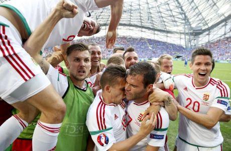 Οι παίκτες της εθνικής Ουγγαρίας πανηγυρίζουν τη λήξη του αγώνα με την Ισλανδία (1-1) για το Euro 2016, στο 'Βελοντρόμ' της Μασσαλίας, Γαλλία, Σάββατο 18 Ιουνίου 2016