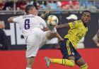 Ο Σιμόν Ζουρκόβσκι της Φιορεντίνα μονομαχεί με τον Τζο Γουίλοκ της Άρσεναλ στη διάρκεια φιλικού αγώνα για το International Champions Cup στο Σάρλοτ, Σάββατο 20 Ιουλίου 2019