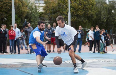 Ο Πρόεδρος της Νέας Δημοκρατίας κ. Κυριάκος Μητσοτάκης, σε τουρνουά 3χ3 μπάσκετ που διοργάνωσε η ΟΝΝΕΔ σε συνεργασία με τα Παιδικά Χωριά S.O.S. το Σάββατο 30 Σεπτεμβρίου 2017. (EUROKINISSI/ΓΡΑΦΕΙΟ ΤΥΠΟΥ ΝΔ/ΔΗΜΗΤΡΗΣ ΠΑΠΑΜΗΤΣΟΣ)