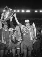 Γκρέιαμ Σούνες, Τέρι ΜακΝτέρμοτ, Κένι Νταλγκλίς και Άλαν Χάνσεν με το Κύπελλο Πρωταθλητριών του 1981.